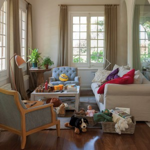 fast-makeup-and-well-ordered-in-family-livingroom-before1