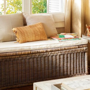 fast-makeup-and-well-ordered-in-family-livingroom9