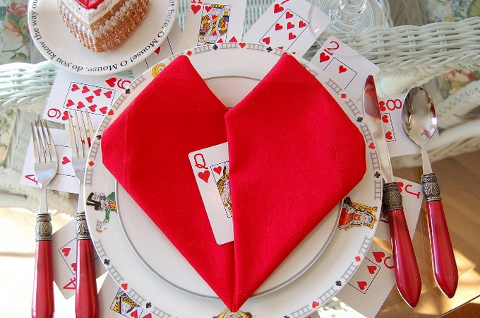 alice-in-wonderland-valentine-day-table-setting2