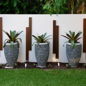 creative-use-large-pots-and-containers-in-garden16-2