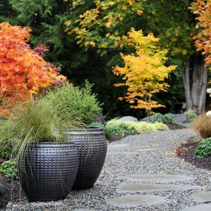 creative-use-large-pots-and-containers-in-garden2-1
