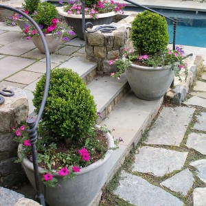 creative-use-large-pots-and-containers-in-garden23-2
