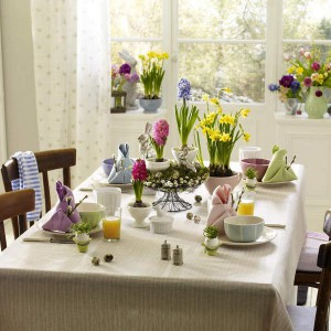 easter-decor-napkins-and-plates1