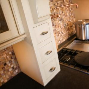 smart-concealed-kitchen-storage-spaces10-2