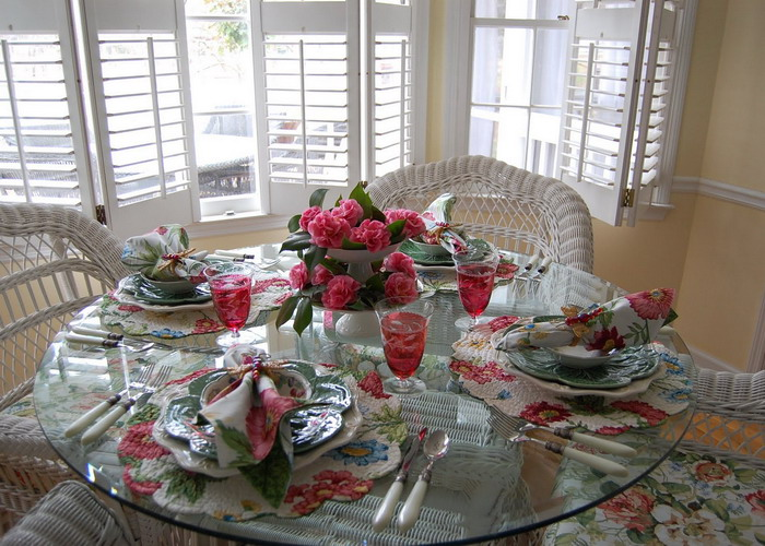 spring-tablescape-with-camellias1