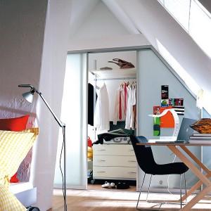 closets-under-sloped-ceilings-raumplus-ideas10-2