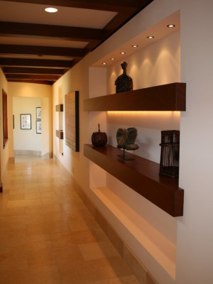 long-hallway-decorating-ideas15-1
