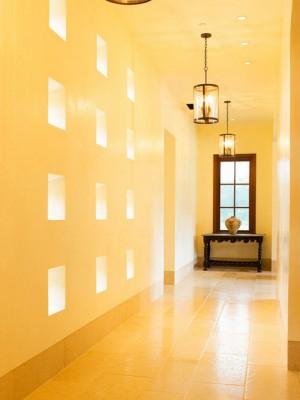 long-hallway-decorating-ideas15-2