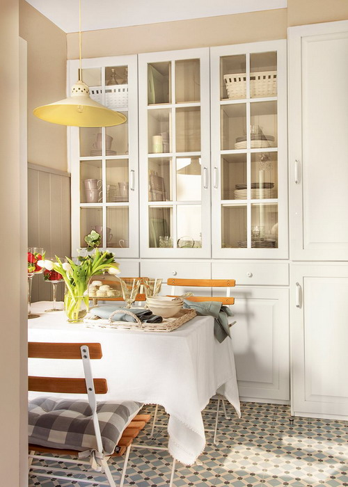small-narrow-kitchen-with-dining-table2