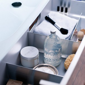 cosmetics-organizing-in-bathroom5-1