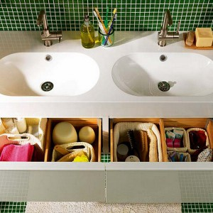 cosmetics-organizing-in-bathroom5-2