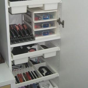 cosmetics-organizing-in-bathroom8-2