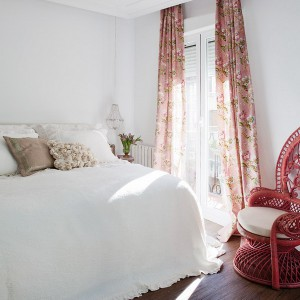 feminine-apartment-with-bright-accents17
