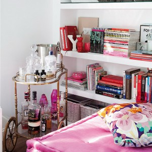feminine-apartment-with-bright-accents5