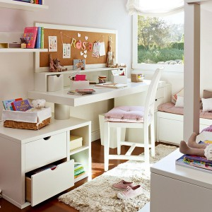 user-friendly-customized-desks-for-children3-1