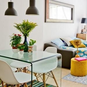 tiny-narrow-studio-apartment-30-sqm11
