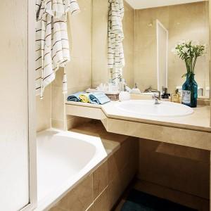 tiny-narrow-studio-apartment-30-sqm20