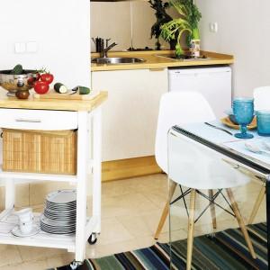 tiny-narrow-studio-apartment-30-sqm7