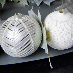 white-silver-christmas-floral-centerpiece-step1-2