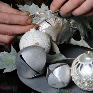 white-silver-christmas-floral-centerpiece-step4-1