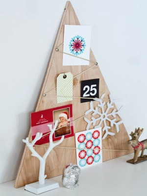 christmas-tree-made-of-holiday-cards10-2
