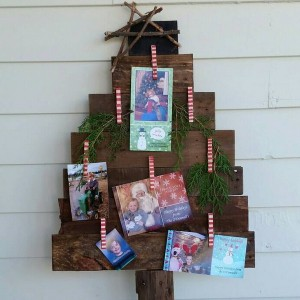christmas-tree-made-of-holiday-cards11-2