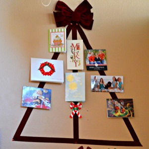 christmas-tree-made-of-holiday-cards13-2