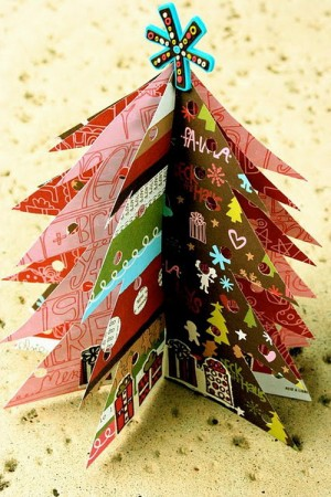 christmas-tree-made-of-holiday-cards16-3