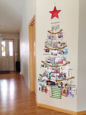 christmas-tree-made-of-holiday-cards4
