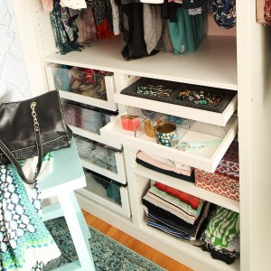 closet-makeover-with-ikea-pax-and-wallpaper9