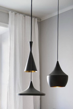 small-swedish-apartment-with-lamps-by-tom-dixon11