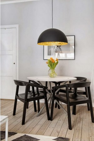small-swedish-apartment-with-lamps-by-tom-dixon14