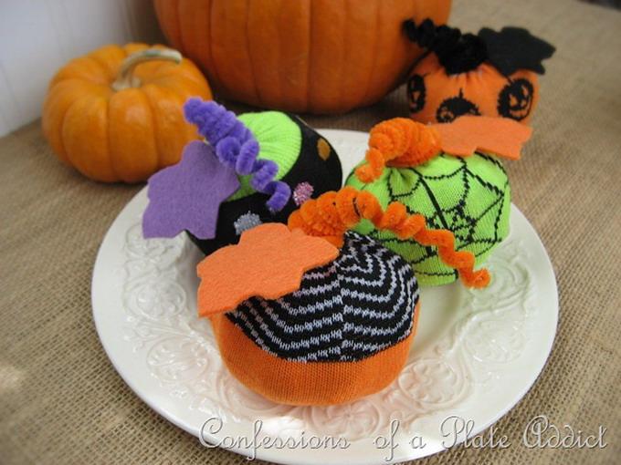 diy-easy-no-sew-pumpkin-made-of-clothes3