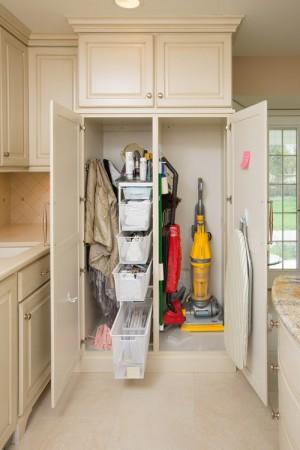 space-saving-broom-closets-ideas10-2