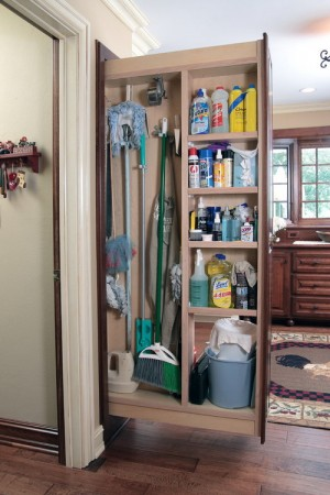 space-saving-broom-closets-ideas3-1
