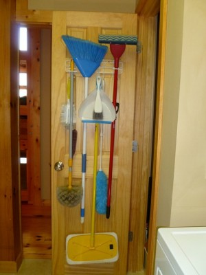 space-saving-broom-closets-ideas4-1