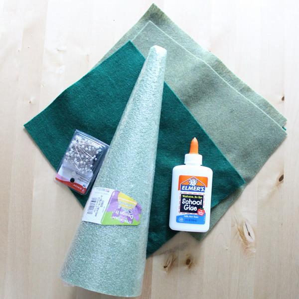 diy-tabletop-christmas-trees-from-felt4-materials