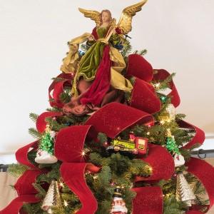 ribbon-on-christmas-tree-ideas10