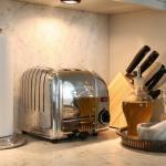 3-kitchen-tours-in-feminine-techno1-7.jpg