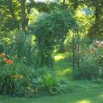 arbor-and-archway-in-garden2-4.jpg