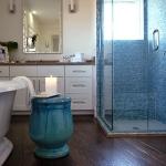 bathroom-in-blue-tour2-2.jpg