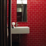bathroom-in-red-wall-maxi10.jpg