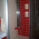 bathroom-in-red-wall-mini2.jpg