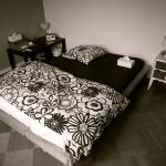 bedroom-black-n-grey-other-styles7.jpg