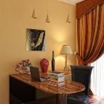black-mirrored-panels-in-rooms4.jpg