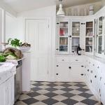 black-white-checkerboard-floors-tiles-in-kitchen1-2.jpg