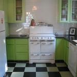 black-white-checkerboard-floors-tiles-in-kitchen8-2.jpg