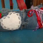 blue-jeans-pillows-trim-buttons5.jpg