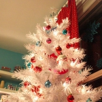 bright-craft-room-in-details-christmas2.jpg