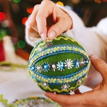 christmas-ball-ideas-diy-from-felt2.jpg